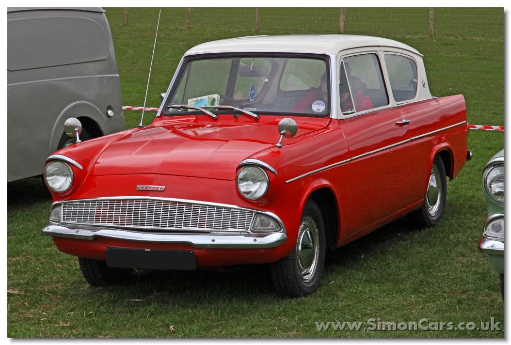 Simon Cars Ford Anglia 105e