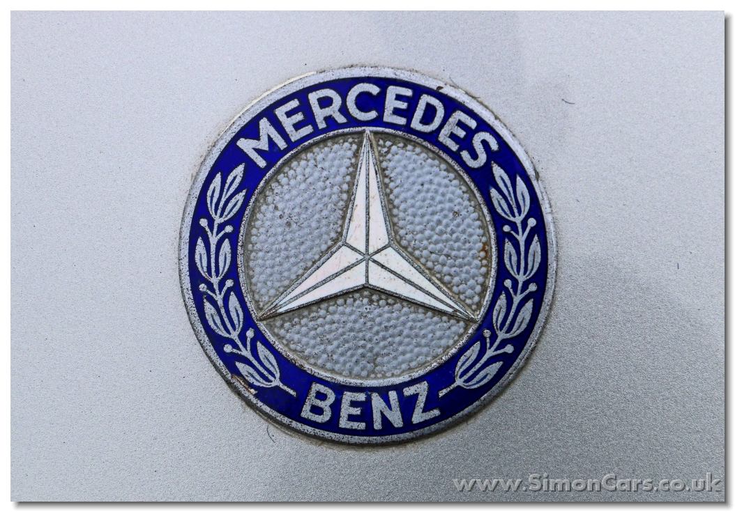Simon cars mercedes benz 190sl for Mercedes benz bonnet badge